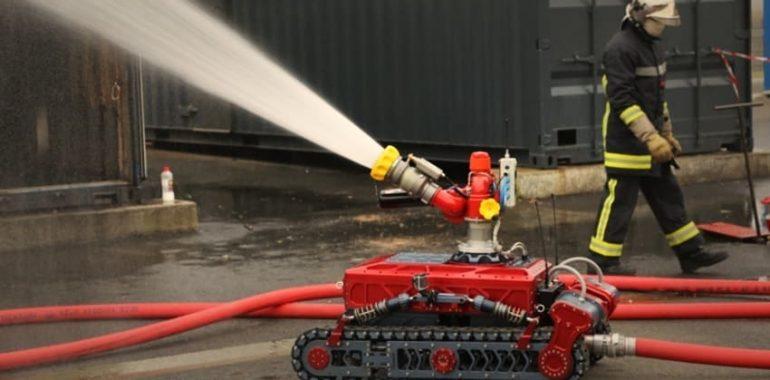 Для тушения пожаров в торговых центрах будут использовать роботов-огнеборцев