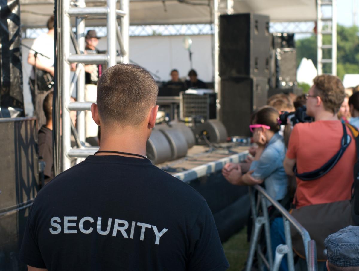 Кто имеет право работать охранником