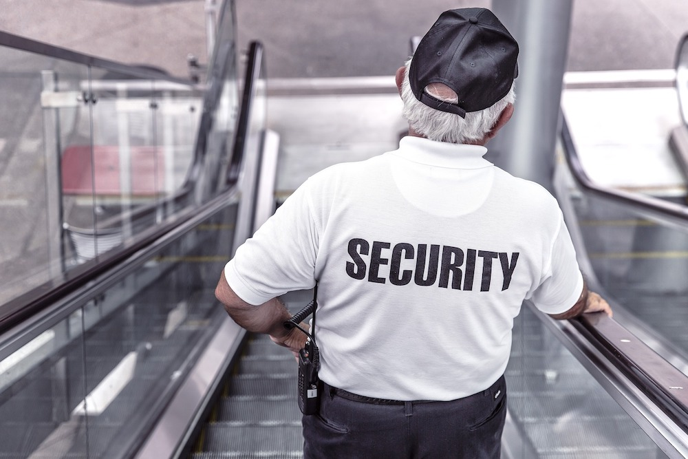 Охранник на работе