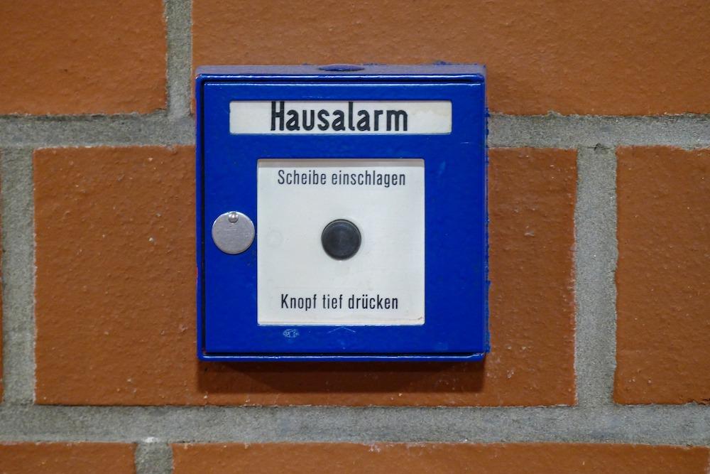 Установленная домашняя охранная сигнализация
